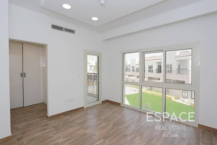 Spacious 2 Bed Townhouse with Plaza View