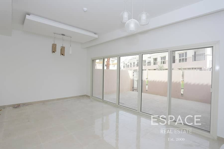 2 Spacious 2 Bed Townhouse with Plaza View