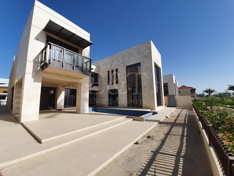High-End Luxury Living With Private Swimming pool