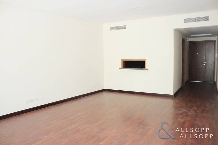 2 Two Bedrooms | Upgraded | Large Balcony<BR/>