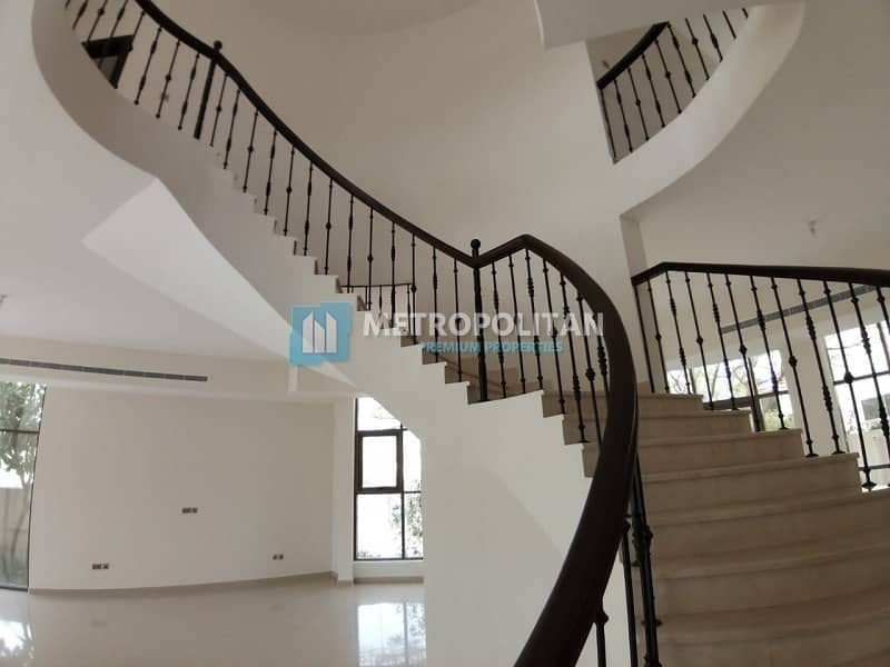 28 Modern 5 bedroom villa with private swimming pool for 240K