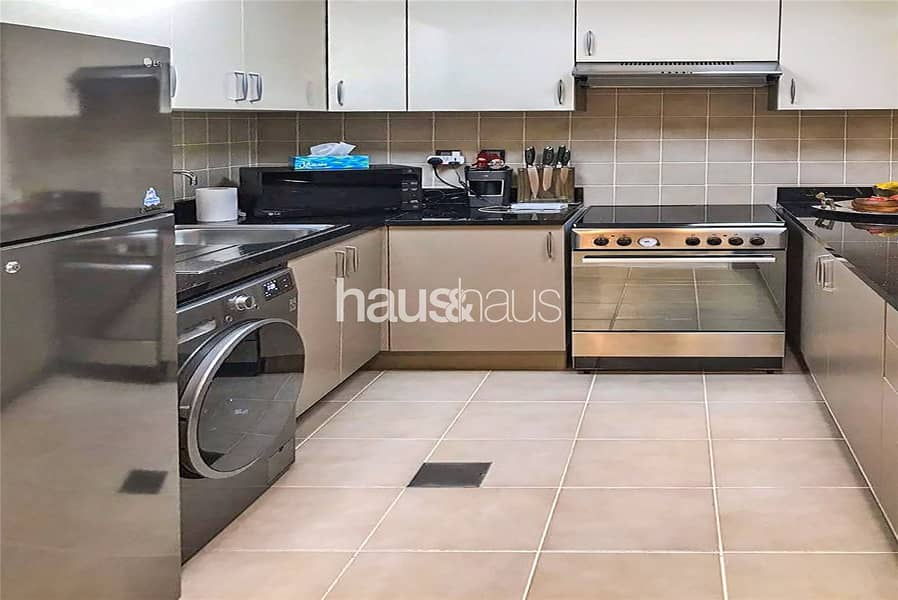 2 Beautifully Furnished 1 Bedroom Apartment