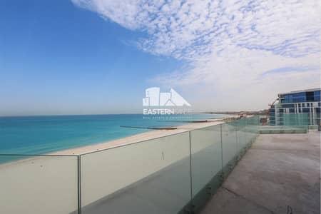 5 Bedroom Penthouse for Sale in Saadiyat Island, Abu Dhabi - Luxurious Beachfront Penthouse | Stylish lifestyle