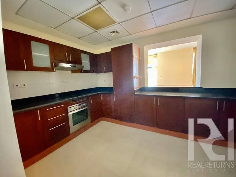 15 Beautiful 3B+M |Well Maintained | Great Aminities