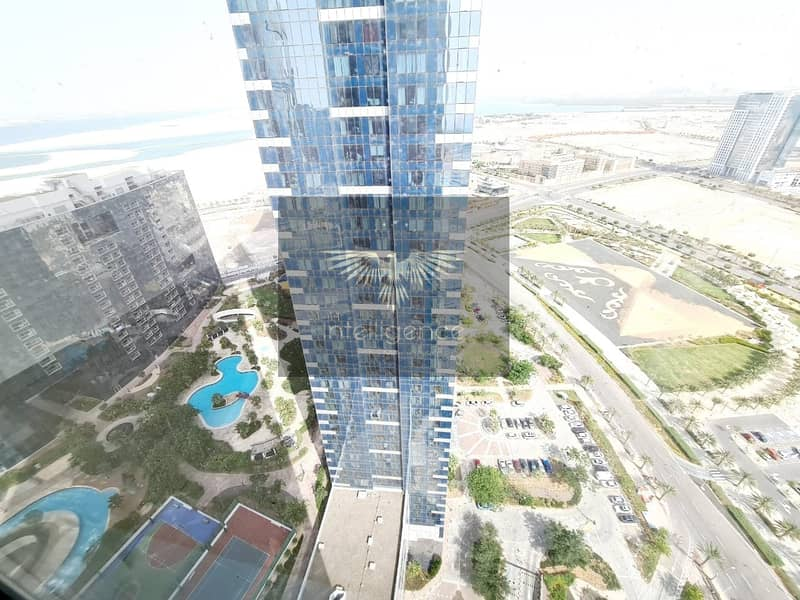 17 Ready to move in! Spacious Unit with Stunning View!