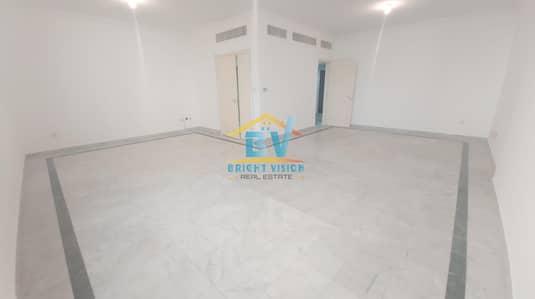 شقة 3 غرف نوم للايجار في الخالدية، أبوظبي - Very Amazing Offer !! Prime Location Downtown 3bhk with maid + Balcony