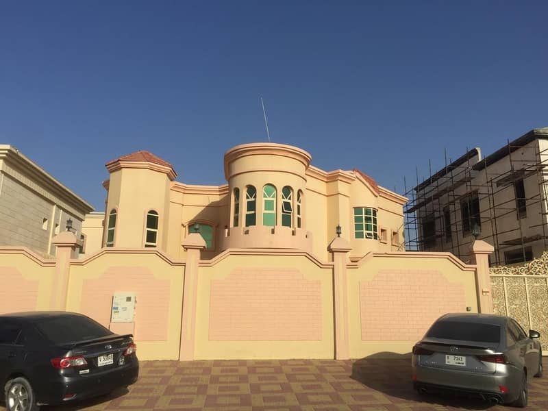 BEST OF THE BEST - 5 MASTER BEDROOM 2 HALL MAJLIS - PARKING INSIDE AND OUTSIDE