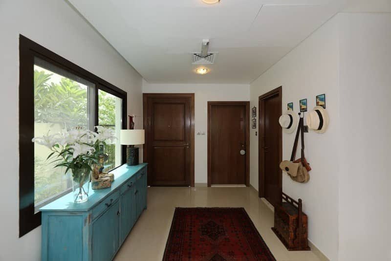 2 3 Beds + Huge Yard and Modern Layout! Vacant Soon
