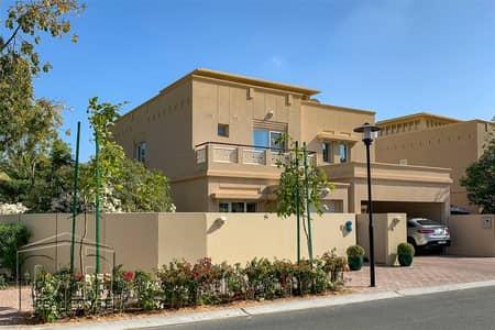 4 Bedroom Villa for Sale in The Lakes, Dubai - Corner Plot   Partial Upgrades   4 bedrooms