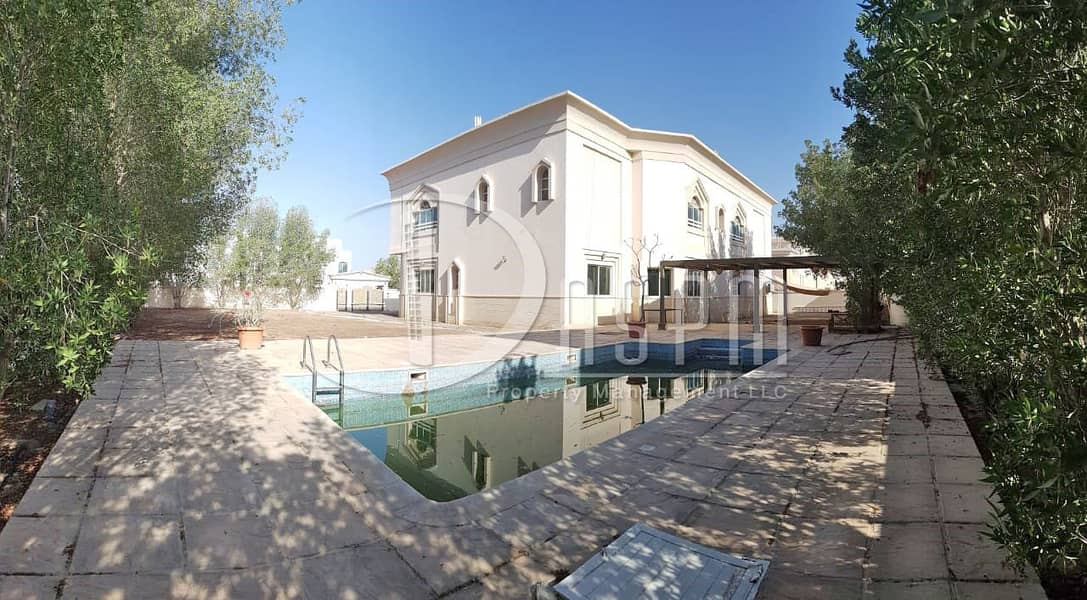 Stand Alone 6 beds + Swimming pool & Driver 270k!