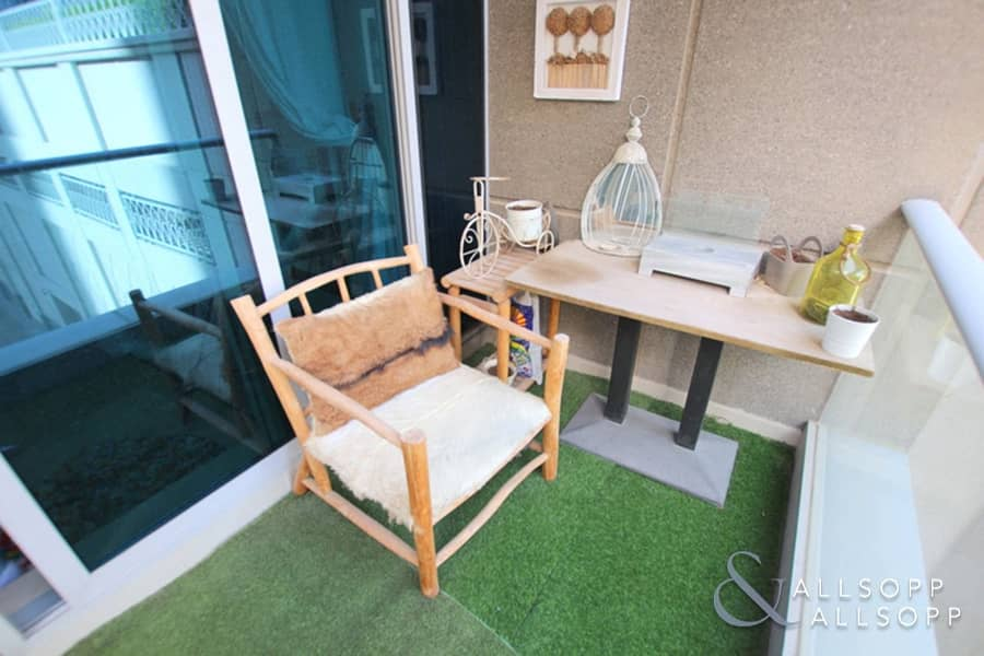 2 Rare Layout | 1 Bed | 1075 SqFt | Upgraded