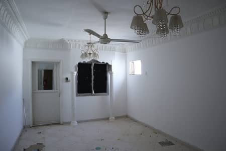 5 Bedroom Villa for Sale in Musherief, Ajman - For sale villa in Mushairif Ajman area of ​​10,000 feet close to services The villa is old