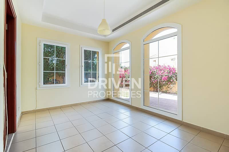 Vacant Single row Townhouse Ideal Location
