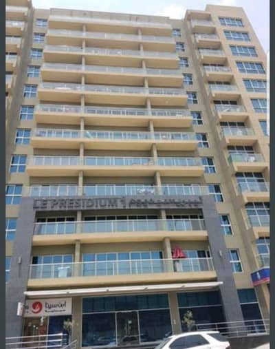 Ready to Move in chiller free 1bhk(850 sqft) with balcony avail in 38k in 4 cheques. ''