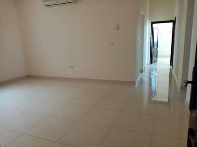 فلیٹ 3 غرف نوم للايجار في بني ياس، أبوظبي - شقة في بني ياس شرق بني ياس 3 غرف 65000 درهم - 4602323
