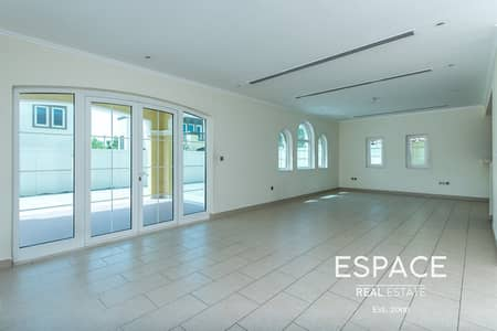 3 Bedroom Villa for Rent in Jumeirah Park, Dubai - Well Maintained | 3 Bedroom Large | Heritage Style