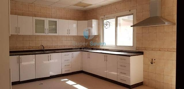 2 Perfect Condition 4-Bed +maid room villa for rent Barashi