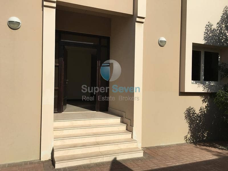 10 Perfect Condition 4-Bed +maid room villa for rent Barashi