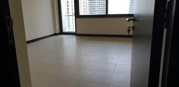 فلیٹ 3 غرف نوم للايجار في أبراج بحيرات الجميرا، دبي - Three bedroom vacant apartment for rent