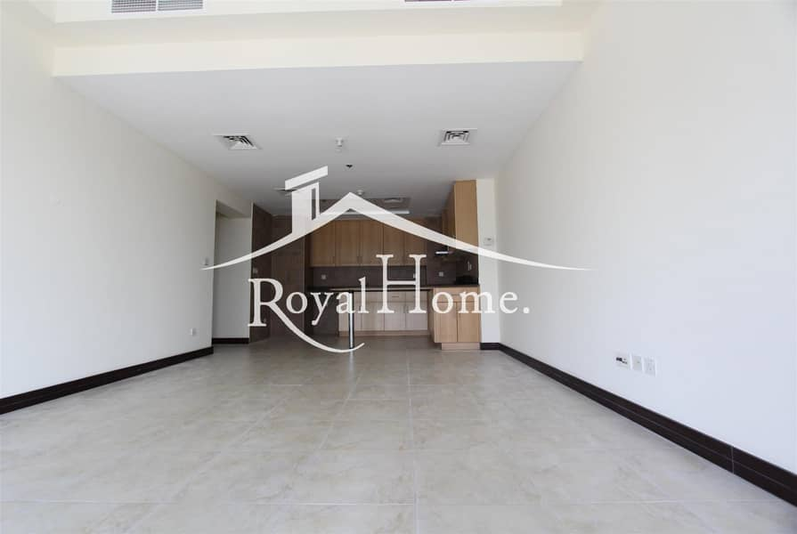 2 Nice 2 BR Apartment with huge balcony lake view