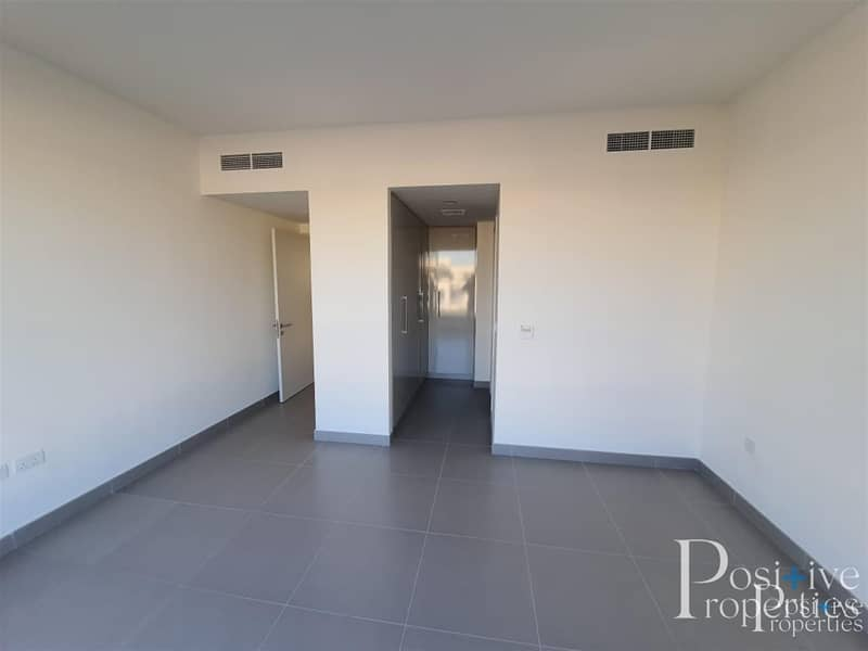 2 Next to swimming Pool | Ready to Move | 5 Bed