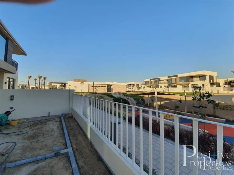 17 Next to swimming Pool | Ready to Move | 5 Bed