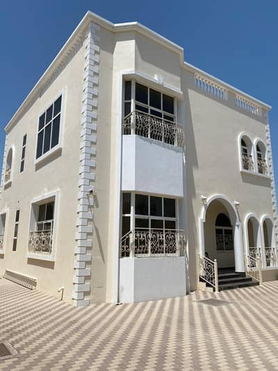 5 Bedroom Villa for Sale in Deira, Dubai - for sale villa with furnished guest room