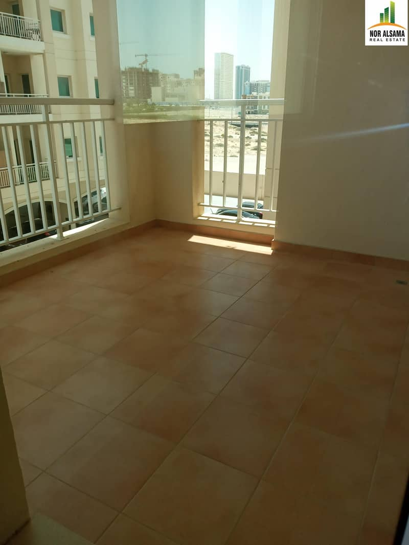 12 Super Offer !!! Large 900 sq ft One Bedroom Hall-Balcony 2 Baths Laundry Parking Store in Queue Point