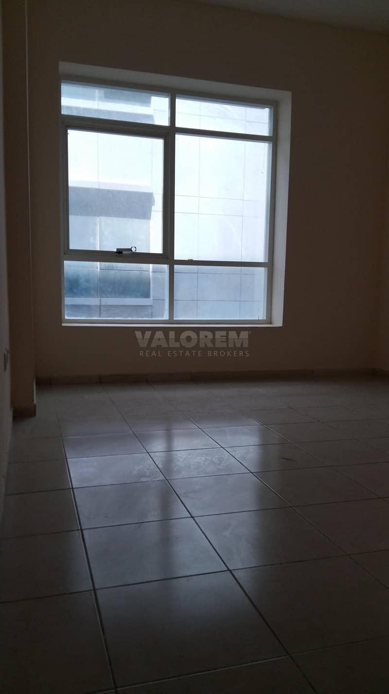 14 6 cheques | 620 sq ft | Mandarin Building |