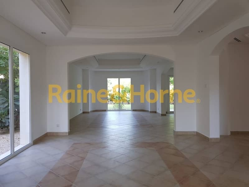 Family Villa   5BR   Well Maintained and Spacious