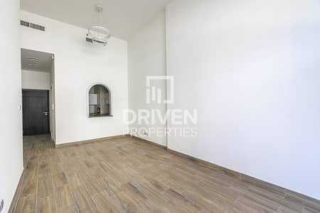 High-End 1 Bed Apt with Equipped Kitchen