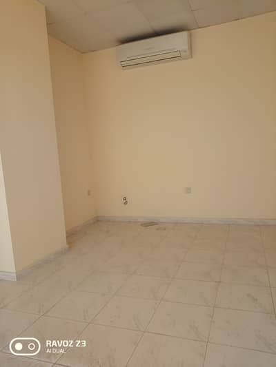 محل تجاري  للايجار في مويلح، الشارقة - محل تجاري في مويلح 10000 درهم - 4605187