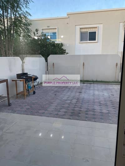 2 Bedroom Villa for Rent in Al Reef, Abu Dhabi - Lovely villa in Arabian Village Close To Swimming Pool And Local Select Shop Is. A Must See !