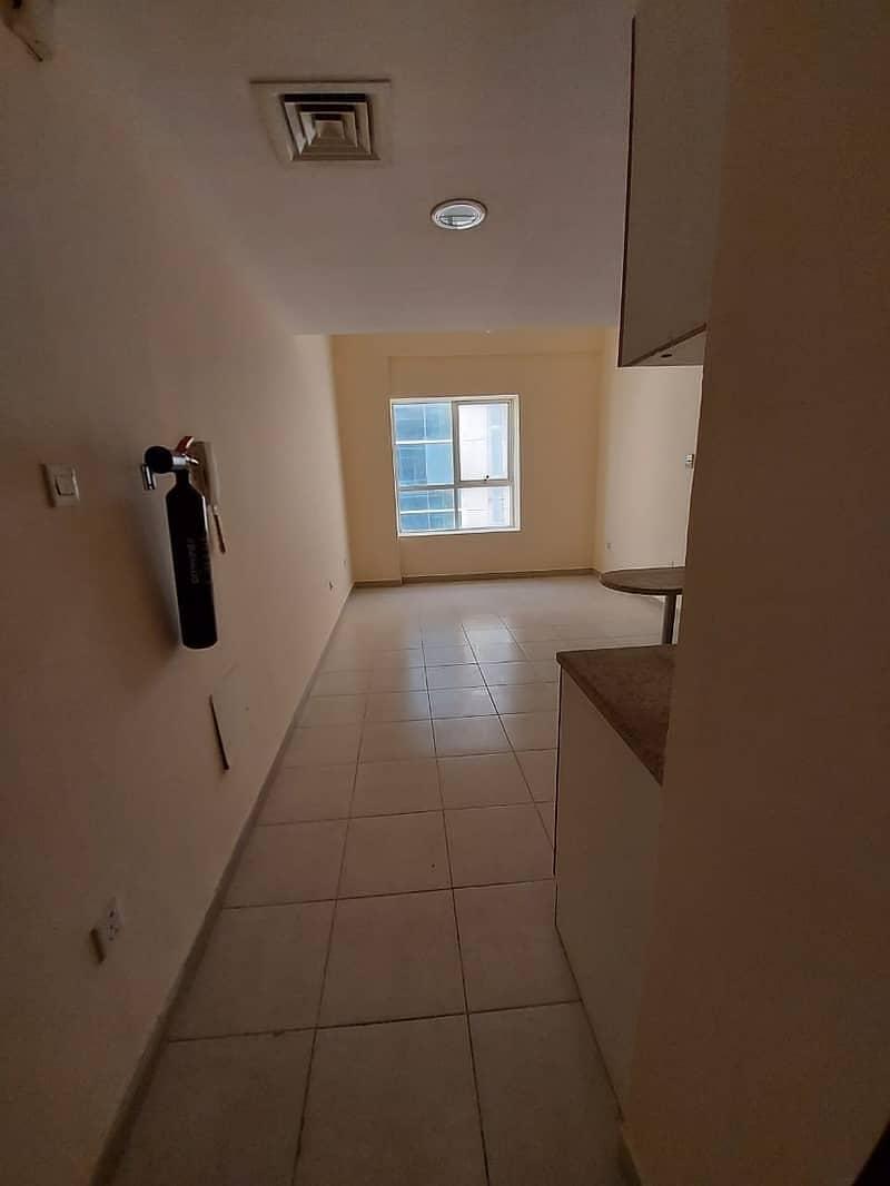 شقة في أبراج اللوز جاردن سيتي 1 غرف 15000 درهم - 4606136