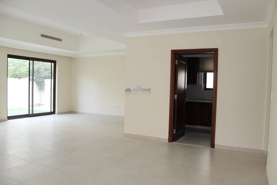 2 Well maintained  lovely family villa available now