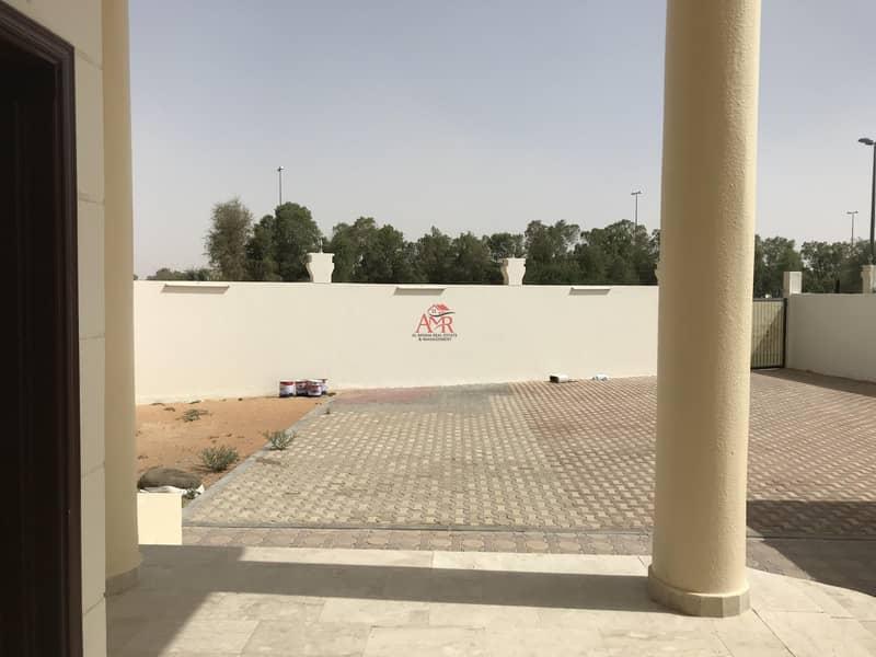 2  4 baths Villa in Zakher