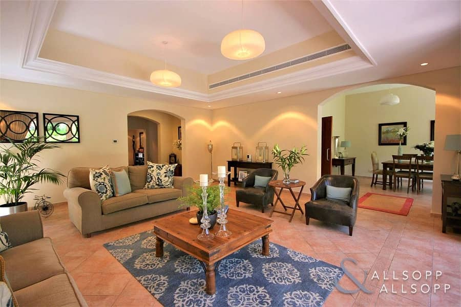 2 Immaculate Condition | 4 Bed | Corner Plot