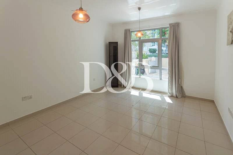 10 Villa | 4 Cheques | Huge Layout | Well Maintained