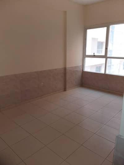 شقة في أبراج اللوز جاردن سيتي 2 غرف 210000 درهم - 4607055