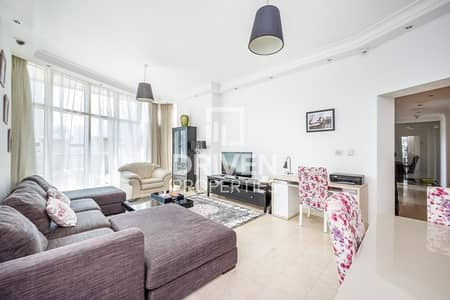 Luxurious 2 Bed Apartment with Maid's Room