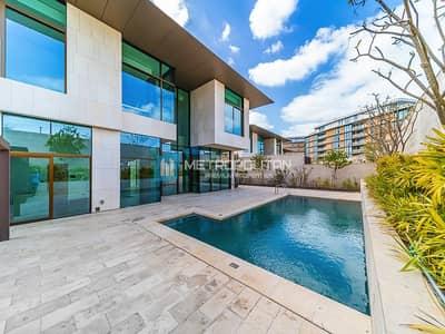 4 Bedroom Villa for Sale in Jumeirah, Dubai - Charming 4 bed Mansion By Bulgari I Jumeirah Bay