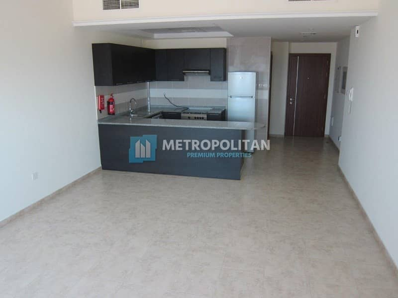 Vacant Well Maintained 1 Bedroom in JVT Imperial