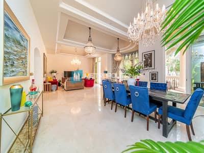 5 Bedroom Villa for Sale in Palm Jumeirah, Dubai - Sea view w/roof top swimming pool