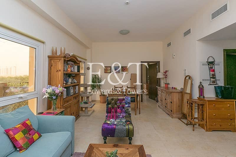 2 Exclusive | Spacious with Beautiful Terrace
