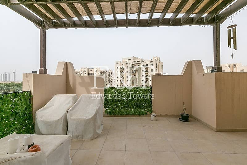 18 Exclusive | Spacious with Beautiful Terrace