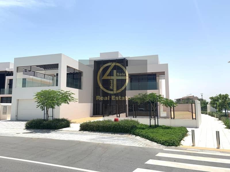 Luxurious Beach-side Villa w/ Premium Facilities