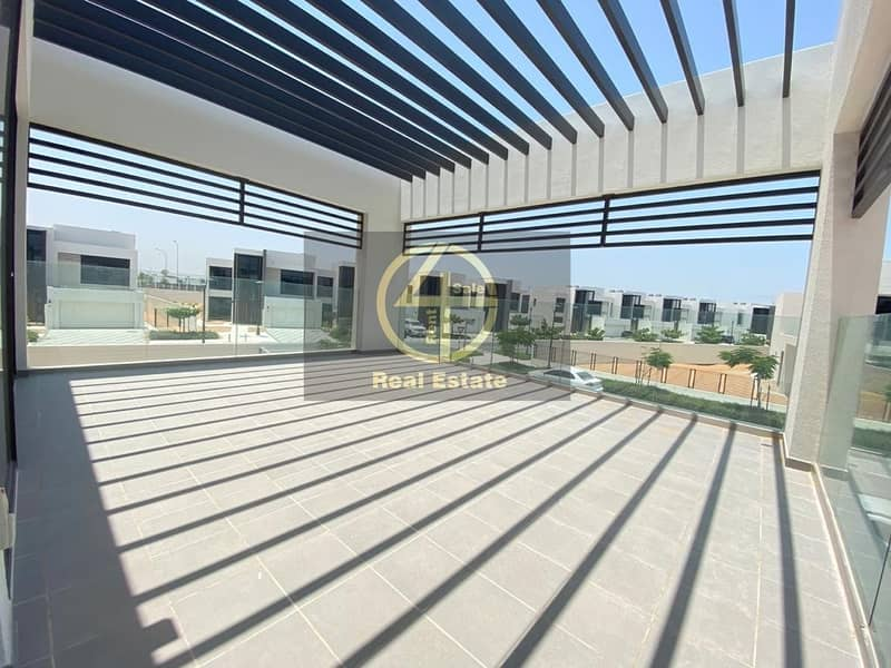 27 Luxurious Beach-side Villa w/ Premium Facilities