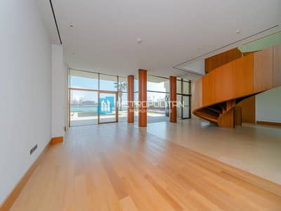 5 Bedroom Villa for Sale in Jumeirah, Dubai - Front Row | Full Skyline view | Genuine Listing