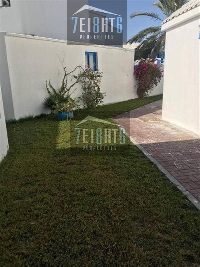 8 Commercial villa: 6 b/r indep villa excellent location directly on Al Wasl Road private parking