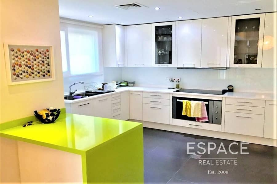 10 3 Bed+Study | Fully Upgraded | Open Plan